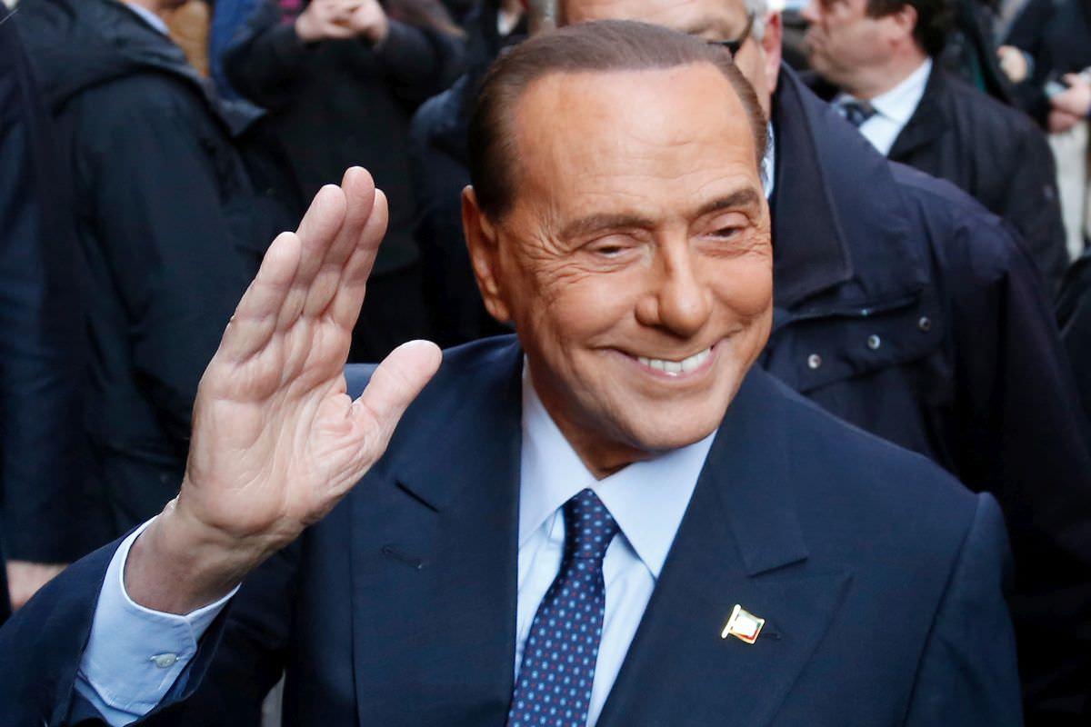 """Berlusconi può sorridere, il quadro clinico migliora: """"Robusta risposta immunitaria"""""""