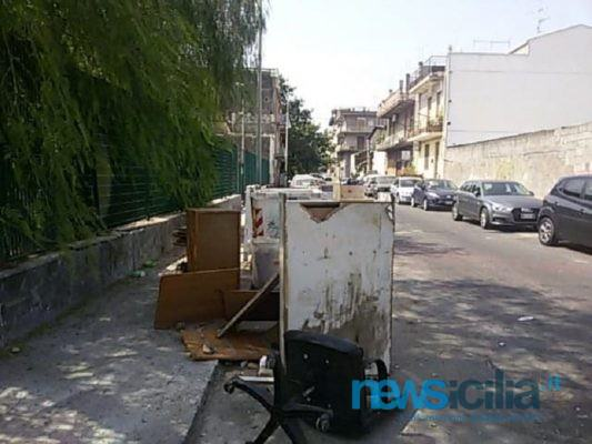 """Catania, abbandono rifiuti accanto a isole ecologiche. Dusty: """"Ci vogliono maggiori controlli"""""""