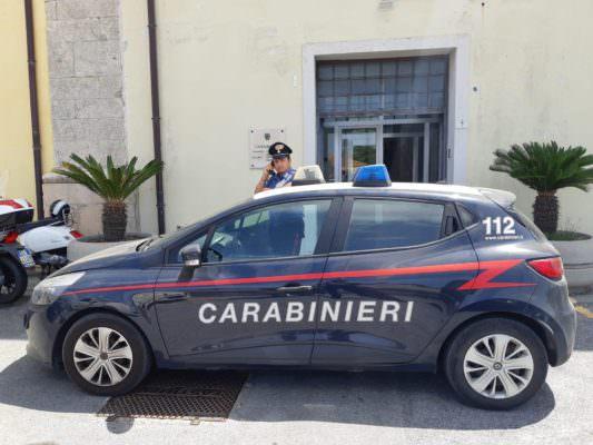 Ladre in trasferta: beccate tre donne napoletane mentre rubano in un centro commerciale