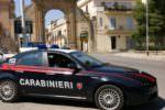 Hashish nascosta nella manica del giubbotto: 2 arresti per spaccio e sequestro