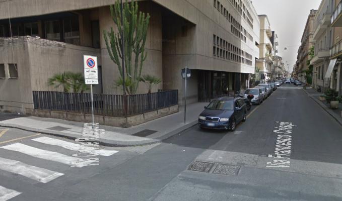 Catania, precedenza non data: tre persone coinvolte, distrutte le auto