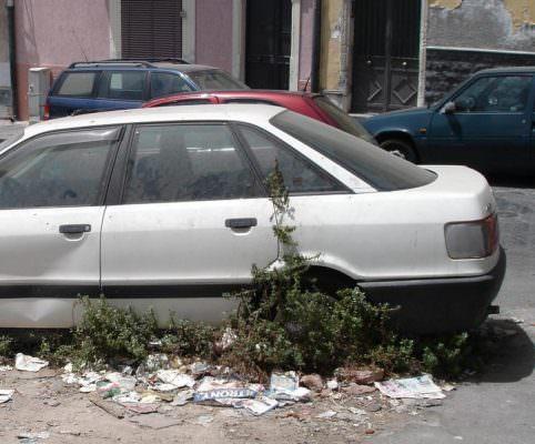 """Auto e furgoni abbandonati a Catania, Comitato Terra Nostra: """"Bisogna avviare un iter procedurale"""""""