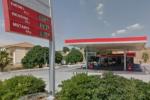 Pistola alla mano e volto nascosto rapinano benzinaio: è caccia ai malviventi