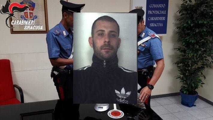 Pregiudicato ai domiciliari trovato con 580 grammi di marijuana: arrestato 29enne