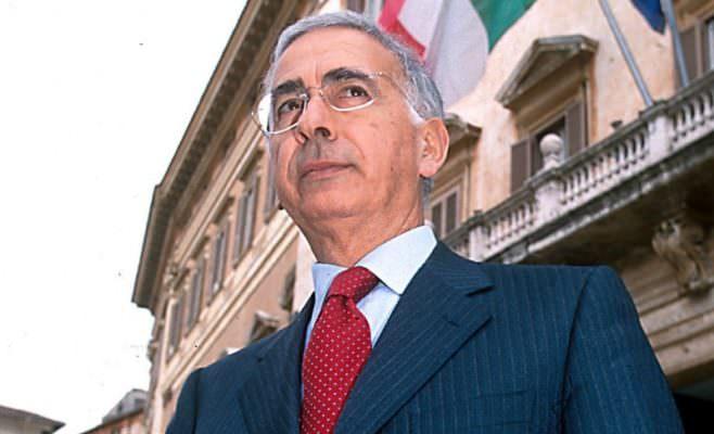 Precipita dal balcone e finisce su una tettoia: morto l'ex Prefetto Giovanni Finazzo. È giallo sulla vicenda