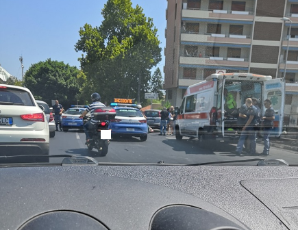 Tamponamento tra auto al Tondo Gioeni, rallentamenti e due feriti