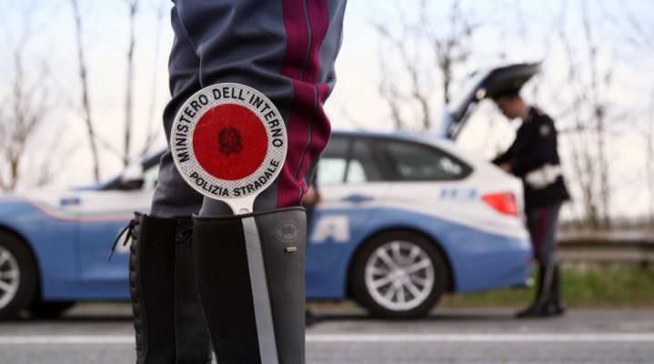 Fiat Panda non si ferma all'alt della polizia: dal rocambolesco inseguimento alla denuncia – I DETTAGLI