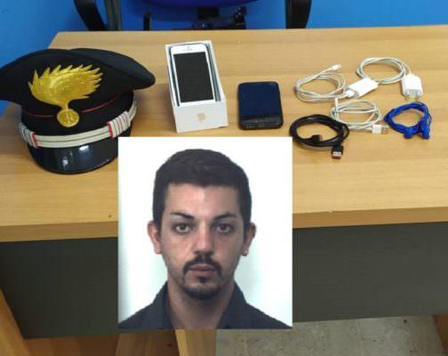 Furto in spiaggia, ladro rintracciato a casa grazie al GPS del cellulare rubato