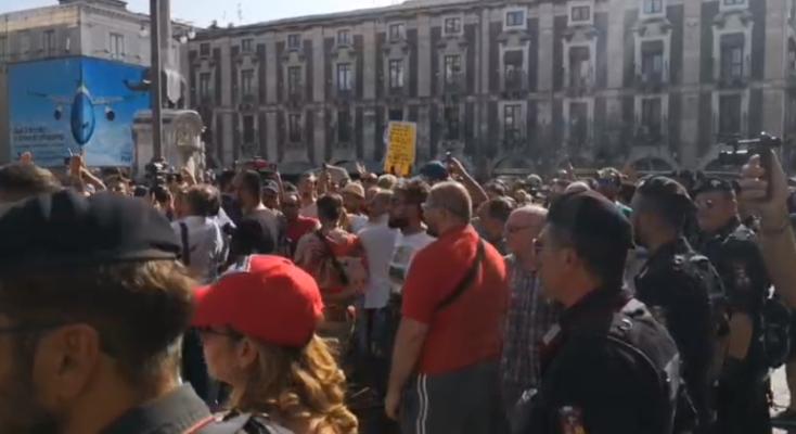 Matteo Salvini in visita a Catania, piazza Duomo blindata per le contestazioni. Stasera l'arrivo a Siracusa