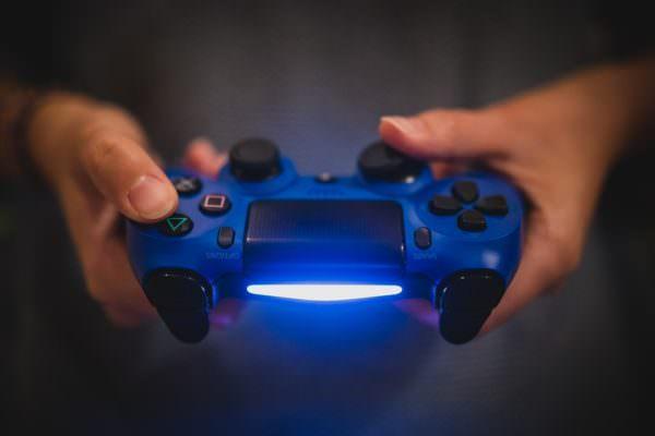 Multiplayer online: i lati positivi. Un tuffo nel passato per scoprire cosa c'è dietro i videogames del nuovo millennio