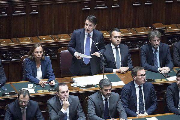 """TENSIONE CONTE-LEGA ALLA CAMERA, IL PREMIER """"COSTITUZIONE VALE ANCORA"""""""