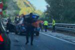 Attimi di paura alla guida, macchina si ribalta sulla A18: un ferito