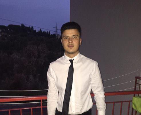 La fine del turno di lavoro, il rientro a casa e l'incidente: Catania a lutto per i funerali di Giuseppe Ferlito