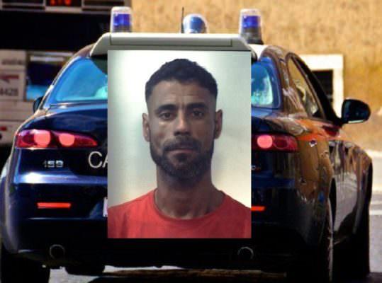Evade dai domiciliari e ruba oggetti preziosi e televisore da una villa: in carcere 36enne catanese