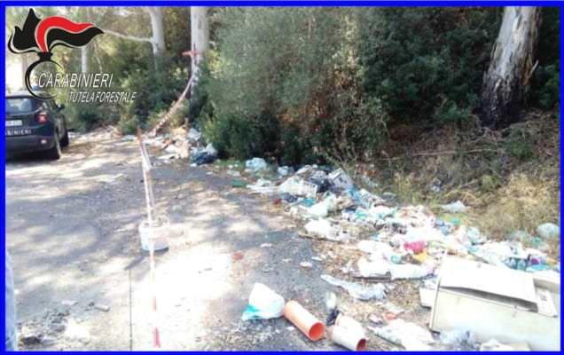 Abbandono di rifiuti nel Catanese, sorpresi nel Bosco San Pietro: tre denunce