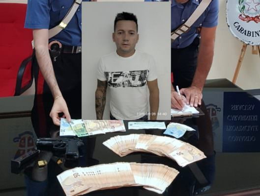 Nascondeva arma clandestina e 10.400 euro in casa: arrestato 45enne