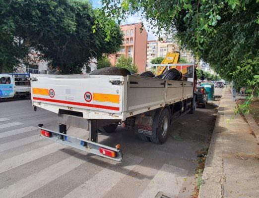 Trasporto illecito in via Rizzo, fermato un camion: denunciati 2 uomini
