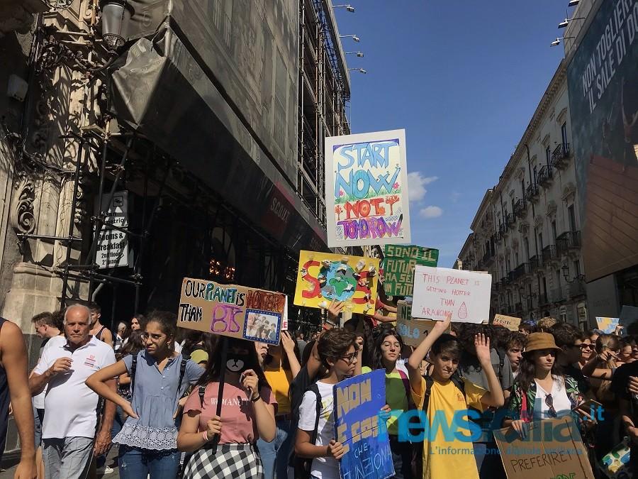 Frydays for Future e la splendida irriverenza dei catanesi in corteo contro il Global Warming