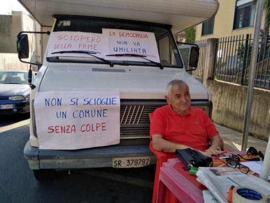 Misterbianco, Comune sciolto per mafia: Nino Di Guardo inizia lo sciopero della fame