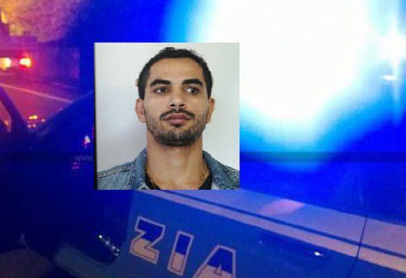Beccato in piazza Europa con 12 involucri di cocaina: arrestato 26enne