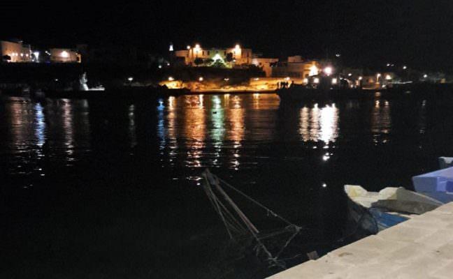 Sbarco di 27 persone a Lampedusa nella notte: tra loro 8 bambini