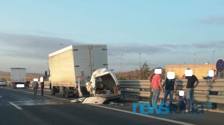 Scontro tra 3 veicoli sull'autostrada Catania-Siracusa: un ferito – FOTO