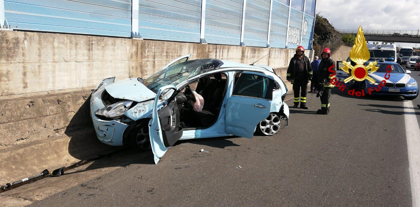 Incidente sulla Tangenziale di Catania, ferita donna di 30 anni: nuovi DETTAGLI sul sinistro – FOTO