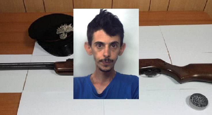 Nascondeva in casa una carabina modificata ad arma da sparo: arrestato 32enne di Viagrande