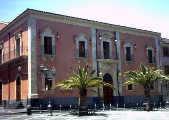 Risultato immagini per mimmagine del municipio di misterbianco