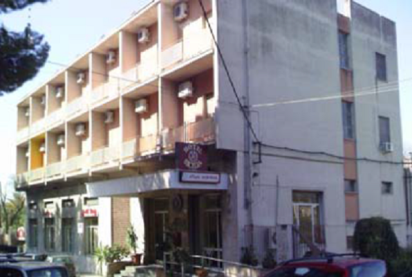 Paternò, in vendita l'ex Albergo Turistico Sicilia di via Vittorio Emanuele
