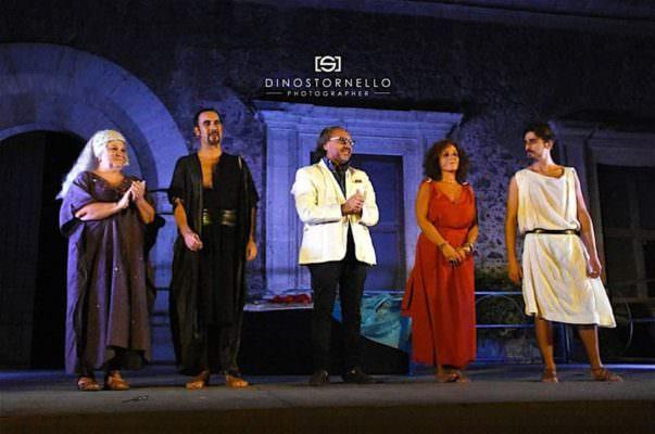 Al castello Ursino si consuma il dramma di Fedra, dove amore e morte sono indissolubilmente legati