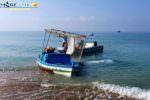 Sbarchi fantasma: la Capitaneria di Porto libera la spiaggia da un'imbarcazione abbandonata