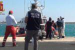 Migranti, arrivati in 67 a Pozzallo: fermati due presunti scafisti di 17 e 19 anni