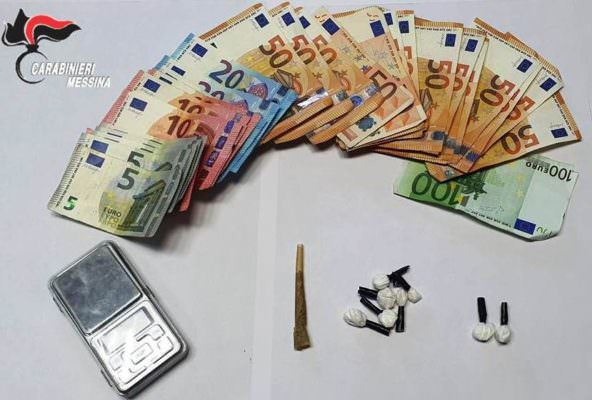 Trovati con cocaina, cannabis e più di mille euro in contanti: arrestati 2 pusher