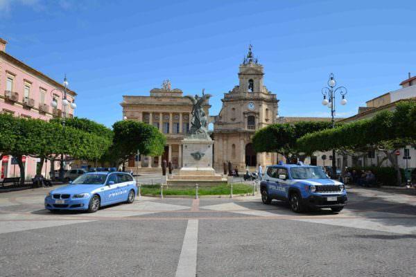Merce rubata sia in auto che in casa: denunciate due persone nel Ragusano