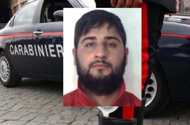 Tensione a San Giovanni Galermo: pusher 25enne morde al petto carabiniere, parenti e amici cercano di evitarne l'arresto