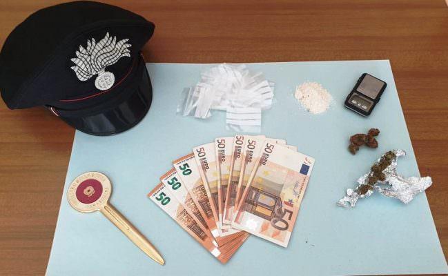 Pizzino con nomi e denaro, coniugi di Aci Sant'Antonio denunciati per spaccio di droga