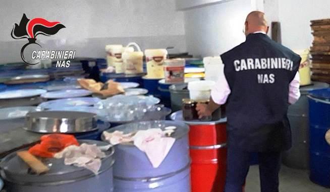 Settore apistico, Nas controlla miele sospetto nella zona etnea: sequestrate diverse decine di tonnellate