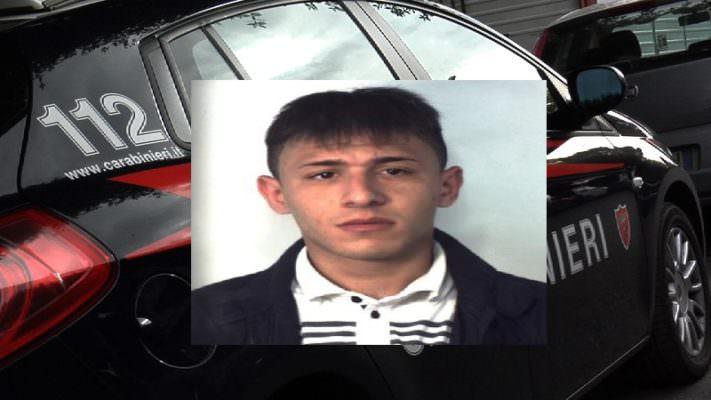 Ruba una Fiat 500X a San Gregorio, poi fugge a Picanello: il satellitare incastra il ladro