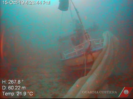 Recuperati sette corpi del barcone naufragato a Lampedusa: cinque le salme ancora ricercate