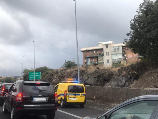 Catania, lunghe code al viale Mediterraneo: ecco cosa sta accadendo