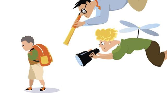 """Genitori che controllano la vita dei figli in ogni momento: i rischi dell'essere """"genitore elicottero"""""""