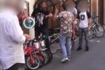 """Titolari di negozi di biciclette percepivano Reddito di Cittadinanza: """"beccati"""", aggrediscono """"Le Iene"""""""