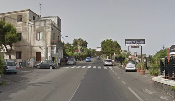 Tragedia ad Acitrezza, uomo travolto in strada muore sul colpo