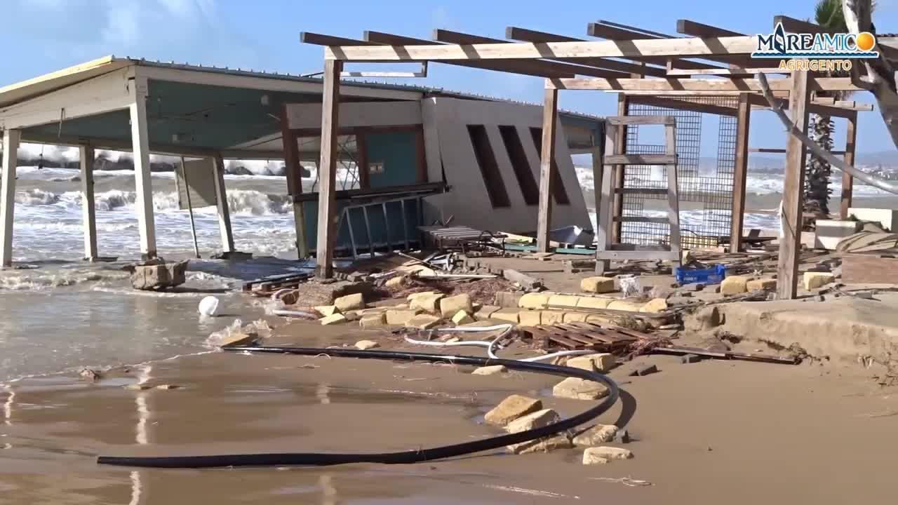 Maltempo, ad Agrigento devastata spiaggia di San Leone