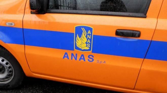 Incidente nel Catanese, camion perde il carico sulla SS 385: forze dell'ordine e Anas sul posto