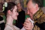 Uccide e fa a pezzi la fidanzata: professore confessa dopo aver tentato il suicidio vestito da Napoleone