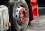 Paura sulla Siracusa-Catania, camion perde le ruote colpendo due auto: ferita una 14enne