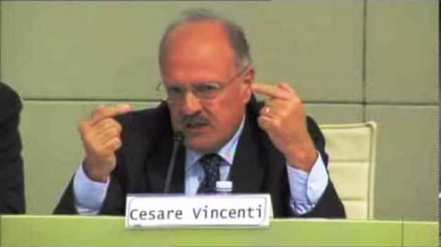 Morte di Cesare Vincenti, stamattina i funerali dell'ex capo ufficio del gip di Palermo: tanti i presenti