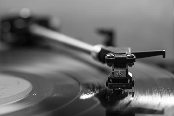 """Vintage e rétro, il ritorno del """"vecchio inimitabile"""" nell'epoca della tecnologia"""
